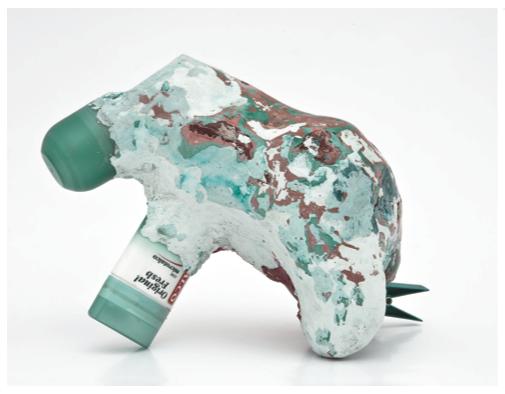 """""""Sensazioni"""", 2013, gesso oggetti e pigmento, 27 x 18 x 19 cm"""